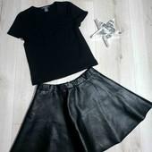 Юбка из кожзама и футболка в рубчик,на 9-10лет.В идеальном состоянии.