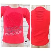 Батник из натуральной ткани для девочки с яркой розой и разрезами на спине