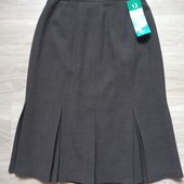 Фирменная новая красивая юбка с нижними складами р.12-14