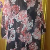 Шикарная шифоновая прозрачная чёрная удлиненная блуза с цветочным принтом.48р.