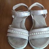 Красиві сандалі 18 см