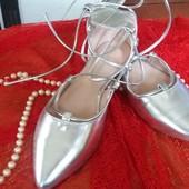 Обалденные серебрянные туфельки балетки на шнуровке.