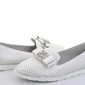 Дорогие стильные балетки с перфорацией цвет серебро! Спешите купить! Смотрите - наличие в лоте!