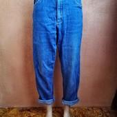 Высокие джинсы-момы