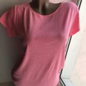Яскрава футболка,фірмова ук14р(під руками 46-65см ..тягнеться супер,довжина-63см)