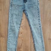 Крутые, стрейчевые джинсы в отличном состоянии,смотрите замеры