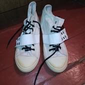 Кеды.Нужно белые шнурки) продаются с черными)