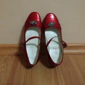 Туфлі для дівчинки 32 р