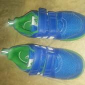 Кросовочки adidas 30 розмір, отлічний стан,