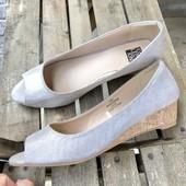 Туфли с открытыми носочками.серебро.стелька 24.7см