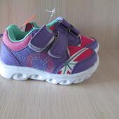 Новенькие кроссовки детские от фирмы EBB.B р. 22,23