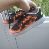 Яскраві легесенькі кросівки Nike