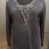 Блузка с гипюровыми вставками,состояние новой.
