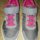 Класні кроссовки Декатлон 37 розмір, 23,5 стелька,