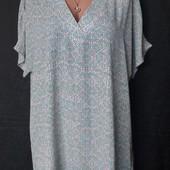 Лёгенькая длинная блузочка с серебряной нитью на вырезе, грудь-120