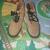 Фирменные с натуральной замши ботиночки Некст 13 размер где-то 19 см стелька