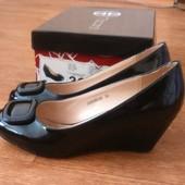 Фирменные туфли T.Taccardi 36 р, стелька 23 см