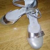 Нарядные туфельки на девочку, состояние новых. Vera Pelle.