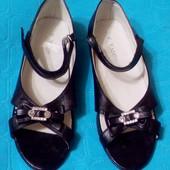 Новые туфли открытые, 35-36 размер (стелька 23 см)