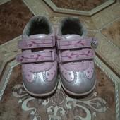 Красивые кроссовочки для девочки.