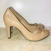 Очень красивые лаковые туфли, стелька 26 см