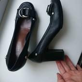 чёрные кожаные туфли каблук 8.5см стелька 25.5см