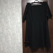 Фирменное красивое платье из структурной ткани в состоянии новой вещи р.20-24