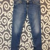 Классные, джинсики Guess Beverly-skinny с молниями внизу, для стильных модниц. Оригинал .
