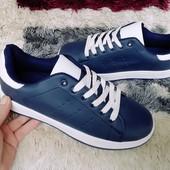 Кроссовки на шнуровке и цветной пяточкой- унисекс 40-25.5.