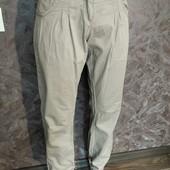 Тоненькие фирменные штаны внизу на резиночках