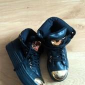 Орігінальні комбіновані черевички.