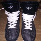 Кожаные ботинки, сникерсы