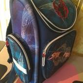 Прочный ортопедический рюкзак Спайдермен в нормальном состоянии.