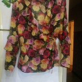 Шикарная нарядная шифоновая блуза на запах в розах