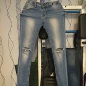 Женские стрейчивые джинсы, р.26/XS/S