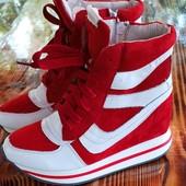 Распродажа! Классные кросовки- сникерсы.