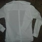 Рубашка белая с узором  134 размер (длинна 52) в идеал.состоянии
