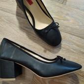 Удобные фирменные туфли на устойчивом каблуке