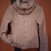 Демисезонная легкая курточка на S,M