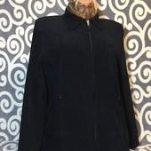 Стильная курточка чёрного цвета для пышненьких девушек. В идеальнейшем состоянии.