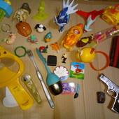 Игрушки, динозавры машинки, кошелек, брелок, браслет, фигурки макдональдс, пистолет. Лот все!