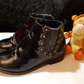 Лаковые деми ботиночки от George, разм. 28 (18 см внутри). Сост. очень хорошее!