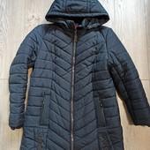 Удлиненная куртка пальто в идеале.