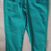 В ідеалі!Класні стрейчеві брендові штанішки-бриджі-капрі,вказано р.38/40.Заміри
