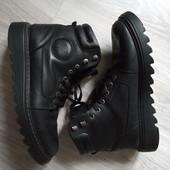 Зимние добротные ботинки на тракторной подошве из натуральной кожи р.45-46 на ногу 30-30,5см.