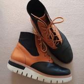 Брендовые классные ботинки из натуральной кожи в отличном состоянии р.39