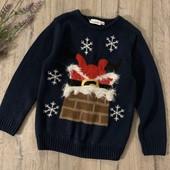 Новогодний свитер на мальчика или девочку 7-8 лет. В хорошем состоянии.