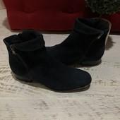 Ботинки із натуральної замші,від Minelli,розмір 40,устілка 26
