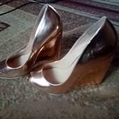 Очень красивые золотые туфельки 44р