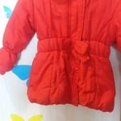Яркая демисезонная на флисе куртка для девочки 2-3 года